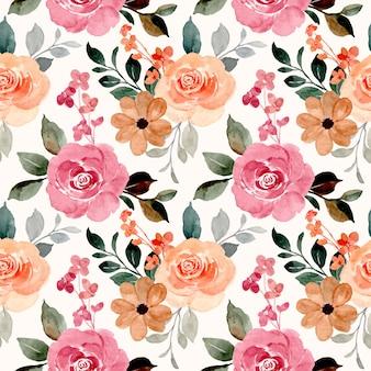 Бесшовный фон из акварельных цветущих цветов