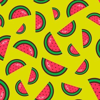 노란색 배경에 수박 조각의 매끄러운 패턴입니다. 벡터 일러스트 레이 션