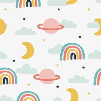 シームレスなパターンの太陽、虹、雲。白い背景の上のかわいい壁紙。赤ちゃんのかわいいパステルカラー。