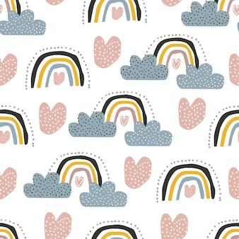 かわいい虹の雲と白い背景の上のハートとのシームレスなパターンベクトル図