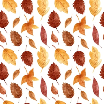 Бесшовный фон с осенними золотыми и коричневыми листьями