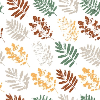 Seamless pattern with autumn mountain ash leaves on a white background. leaves with a grunge-style texture.