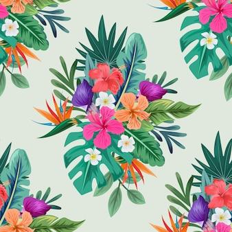 Бесшовный фон с красивыми тропическими цветами и листьями