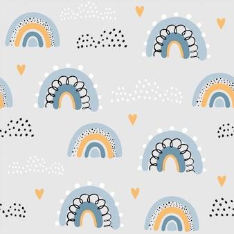 雲と空の虹とのシームレスなパターン。創造的な子供たちは、生地、ラッピング、テキスタイル、壁紙、アパレルの手描きのテクスチャです。ベクトルイラスト