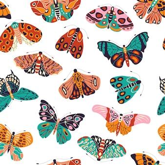 カラフルな手描きの蝶と蛾とのシームレスなパターン。様式化された飛翔昆虫