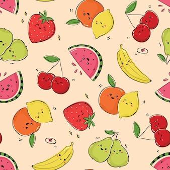 Бесшовный фон с милыми счастливыми фруктами