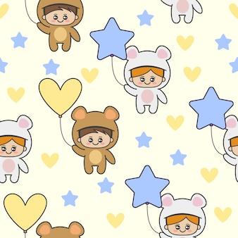 Безшовная картина с милыми детьми нося костюмы медведя