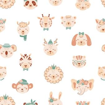 かわいい野生動物とのシームレスなパターン。ライオン、犬、象、猫、tige、フラットスタイルのクマの背景。子供のためのイラスト。壁紙、布、テキスタイル、包装紙のデザイン。ベクター