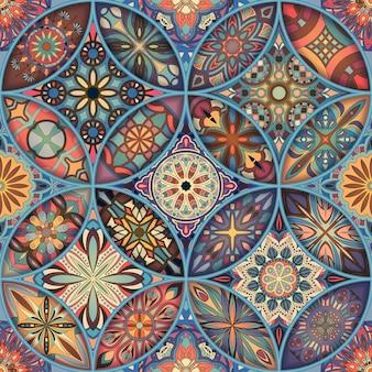 장식 만다라와 완벽 한 패턴입니다. 빈티지 만다라 요소입니다. 화려한 패치 워크.