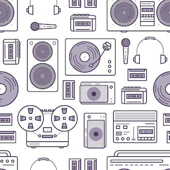 白の輪郭線で描かれたレトロな音楽デバイスとのシームレスなパターン