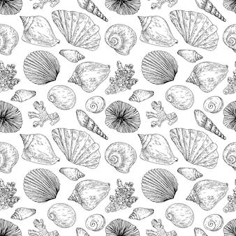 Бесшовный фон с ракушками, моллюсками, гребешками и кораллами в стиле гравюры