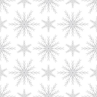 白い背景の上の銀の雪片とのシームレスなパターン。新年、クリスマス、休日、デザインのためのお祝いの冬の伝統的な装飾。シンプルなラインリピートスノーフレークの飾り
