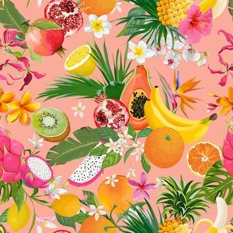 Бесшовный фон с тропическими фруктами и цветами. банан, апельсин, лимон, ананас, драконий фруктовый фон для текстиля, текстуры моды, обои в векторе