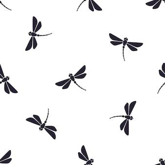 Бесшовные векторные иллюстрации шаблон с силуэтами летящей стрекозы с изогнутым телом