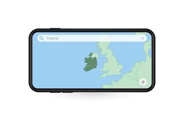 スマートフォンの地図アプリケーションでアイルランドの地図を検索しています。携帯電話でのアイルランドの地図。