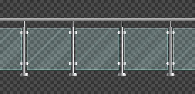 금속 관 난간과 투명 시트가있는 유리 울타리 섹션. 집 계단 및 발코니 금속 손잡이와 유리 난 간. 강철 기둥이있는 난간 또는 펜싱 섹션