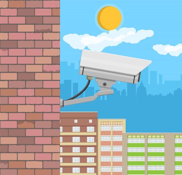 壁に防犯カメラ。監視リモートカメラ