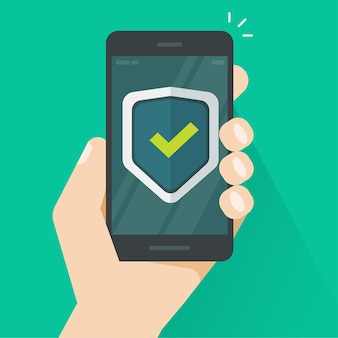 Щит защиты безопасности на мобильном телефоне онлайн в руке
