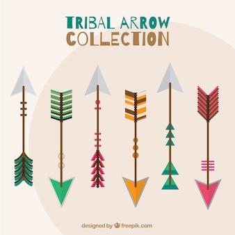 Selezione di frecce tribali con colori e disegni diversi