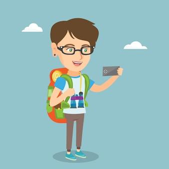 Selfieを作る若い白人旅行者女性。