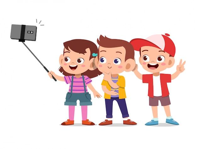 子供たちselfieスマートフォン