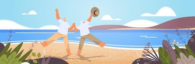 老人と女性のアクティブなアクティブな老後の概念の海景の背景を楽しんで踊る老夫婦