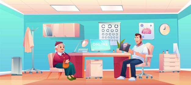 Старший пациент в офисе врача терапевта
