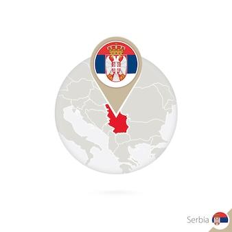 Карта сербии и флаг в круге. карта сербии, булавка флага сербии. карта сербии в стиле земного шара. векторные иллюстрации.