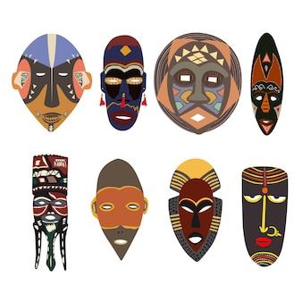 Набор африканских масок разных племен формирует яркие цвета под отверстиями для лица