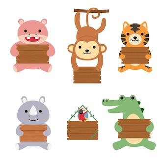 Un insieme di grande animale illustrato isolato che tiene una tavola vuota di legno, stile disegnato a mano.