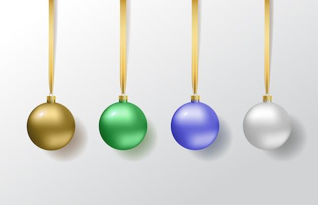 Установите новогодние шары.