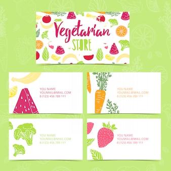 Установить коллекцию дизайн шаблонов визиток фирменный стиль вегетарианский магазин. визитная карточка с декором из фруктов и овощей