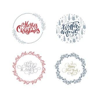 Установите коллекцию рисованной рождественских венков с текстом xmas. еловые ветки, красные ягоды, листья.