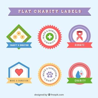 Set di piatti etichette colorate di beneficenza