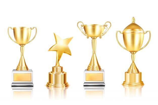 Un insieme di quattro immagini realistiche del premio del trofeo con le tazze sui piedistalli con le riflessioni su fondo in bianco