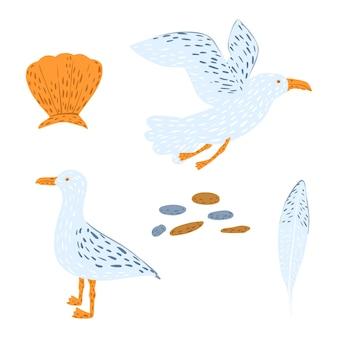 흰색 배경에 고립 된 갈매기를 설정합니다. 손으로 그린 갈매기 비행, 조약돌, 조개 및 깃털. 낙서 그림.