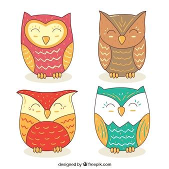 Set di gufi felici disegnato a mano