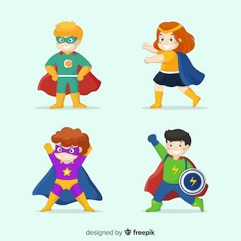 Set di bambini vestiti da supereroi