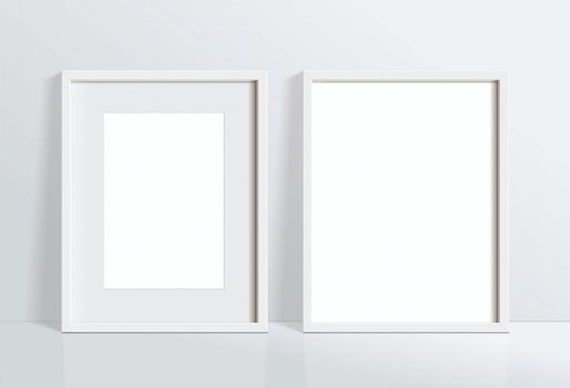 Установите минимальное пустое вертикальное изображение белой рамки, висящее на белой стене. изолировать иллюстрации.