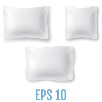 現実的な枕のセット。