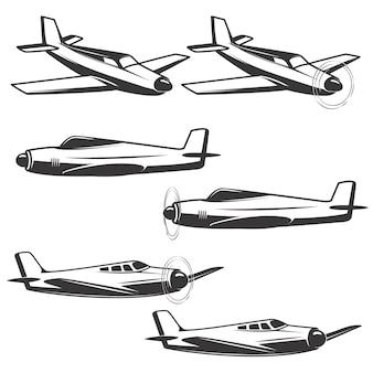 白い背景の上の飛行機アイコンのセットです。ロゴ、ラベル、エンブレム、記号の要素。