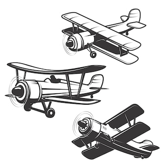 白い背景の上の飛行機のアイコンのセットです。ロゴ、ラベル、エンブレム、記号の要素。