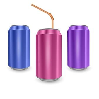 블루, 핑크, 퍼플 색상의 알루미늄 캔 세트, 흰색 배경에 고립