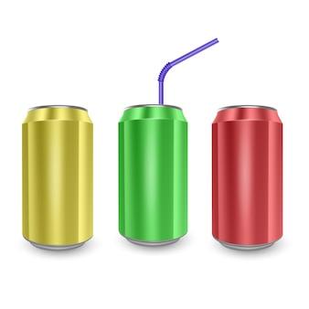노란색, 녹색 및 빨강 색상, 흰색 배경에 고립의 알루미늄 캔의 집합입니다.