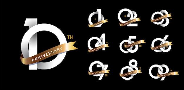 結婚記念日のロゴタイプとゴールドリボンの金の記念日のお祝いのエンブレムデザインのセット