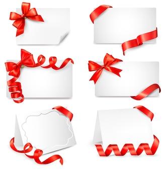 Набор красивых открыток с красными подарочными бантами с лентами