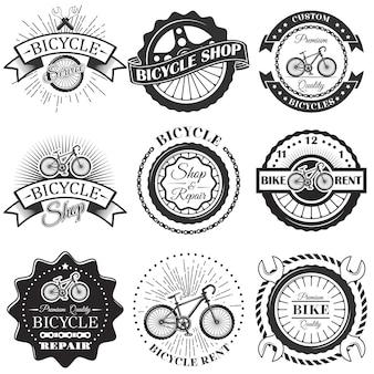 Набор этикеток мастерской по ремонту велосипедов и элементов дизайна в винтажном черно-белом стиле. логотип велосипеда, символы, эмблемы.