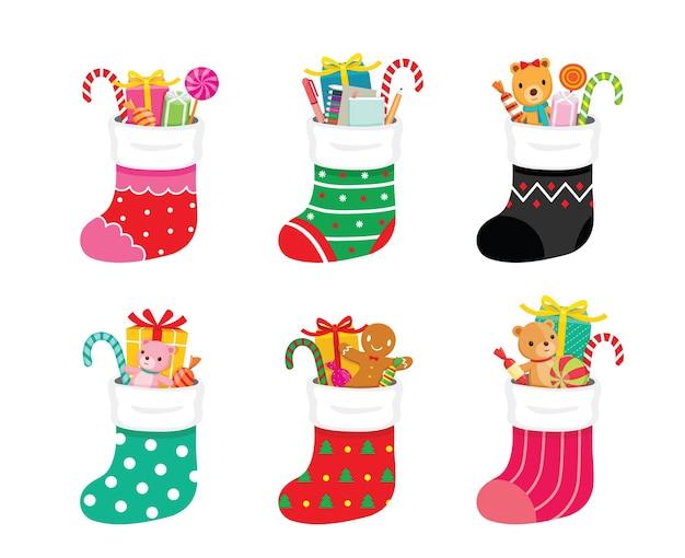 クリスマスの日に子供のためのギフトでいっぱいの大きなカラフルなクリスマスの靴下のセット
