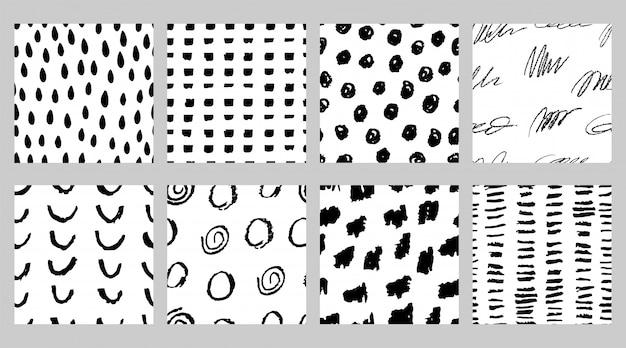 シンプルなスカンジナビアスタイルのマーカーとインクで黒と白のシームレスパターンのセット