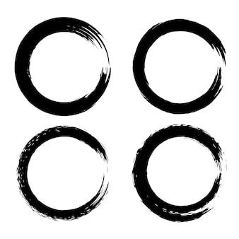 円の形の黒いブラシストロークのセット。ポスター、カード、看板、バナーの要素。図